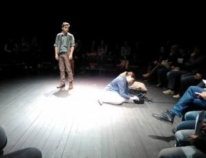 """Представа """"Острво"""" изведена са публиком на сцени"""