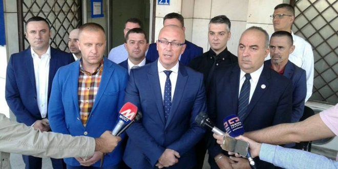 Српска листа предала ЦИК-у листу кандидата