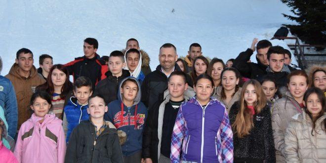 Јевтић обишао децу из Клине и Истока која бораве на Брезовици