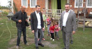 Јовић и Поповић обишли породицу Милић у Скуланеву и уручили помоћ