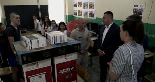 Рачунари и пројектори за ОШ у Угљару и Сушици у циљу боље едукације ученика
