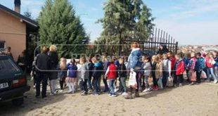 """Малишани Ђурђевка у посети Дому за старе и """"Кући за омладину"""""""