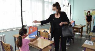 Општина Грачаница и ове године обезбедила школски прибор за прваке