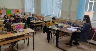 Ученици основних и средњих школа поново у школским клупама